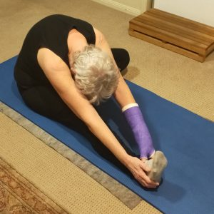 woman doing yoga with schapoid fracture
